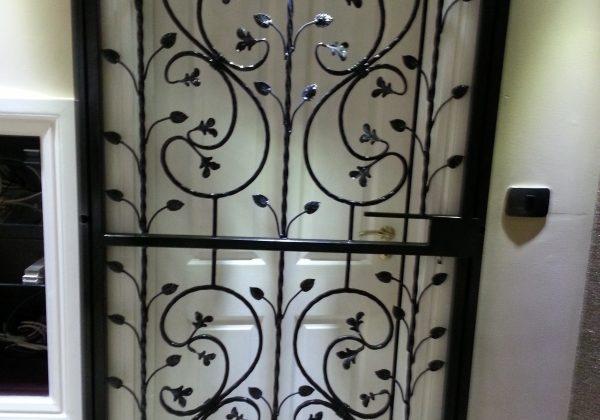 metal design studio door gates